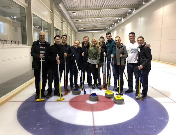 curling_group_happy